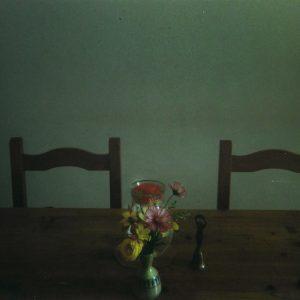 1_Interno con tavolo, sedie e fiori, Convento di Santa Chiara, Urbania (PU)_2020