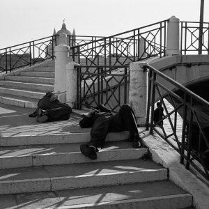 Un ponte per dormire, 1957